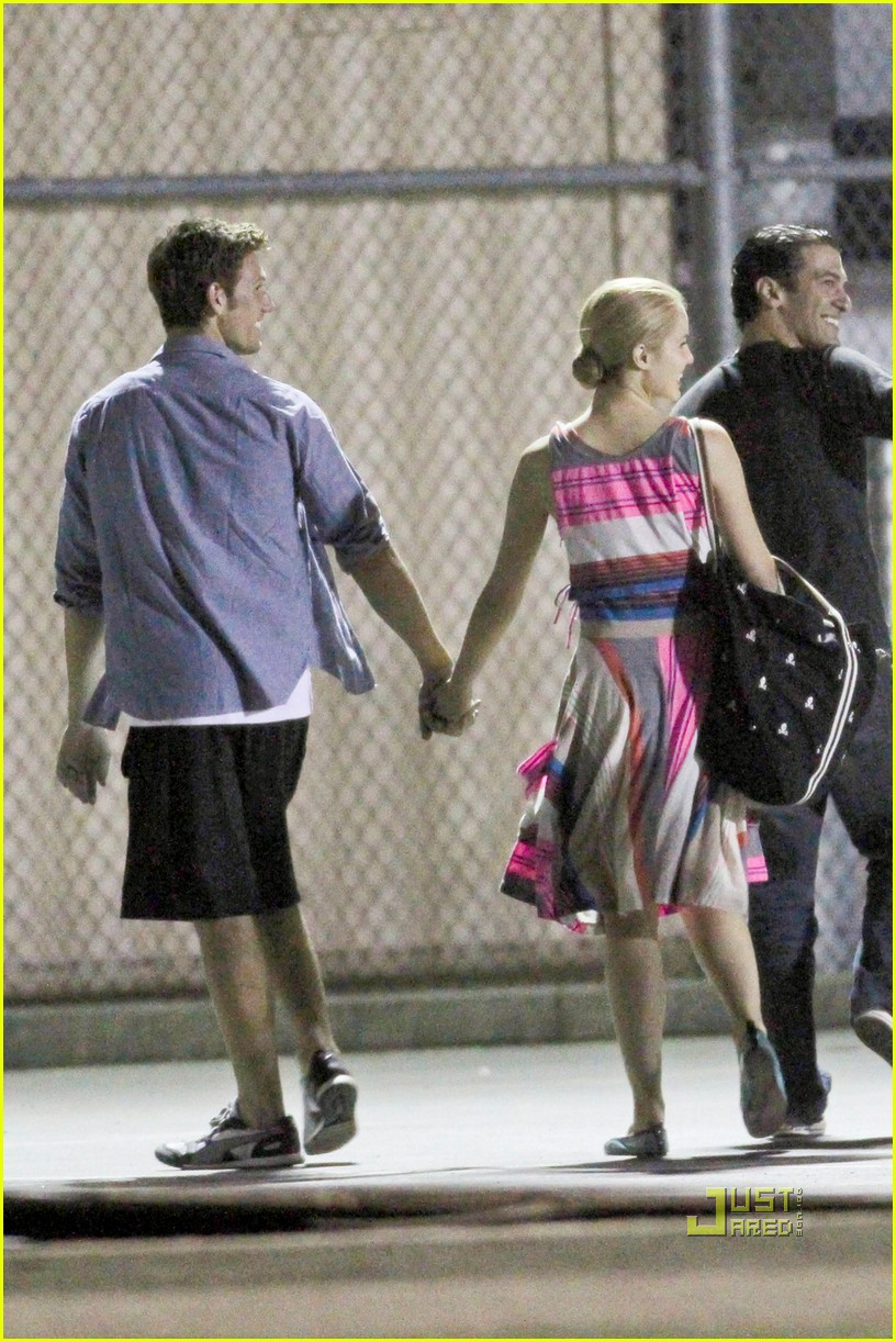 "are dianna agron and alex pettyfer dating. dianna-agron-alex-pettyfer-dating-01. Aug 20 2010 Diana Agron in between filming scenes for ""Glee"" today in Los Angeles"